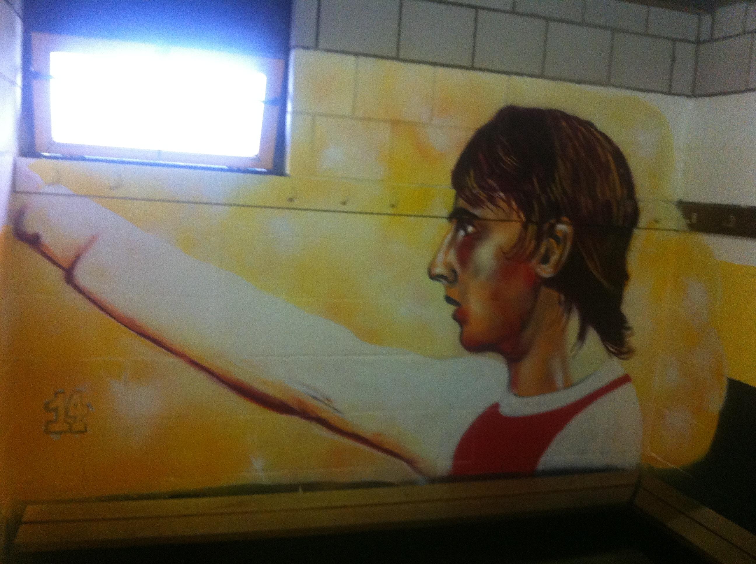 Kleedkamergraffiti als sponsormodel bij voetbalclub - Sport Knowhow XL
